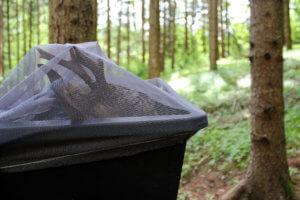 Mörtelwanne mit Fliegennetz